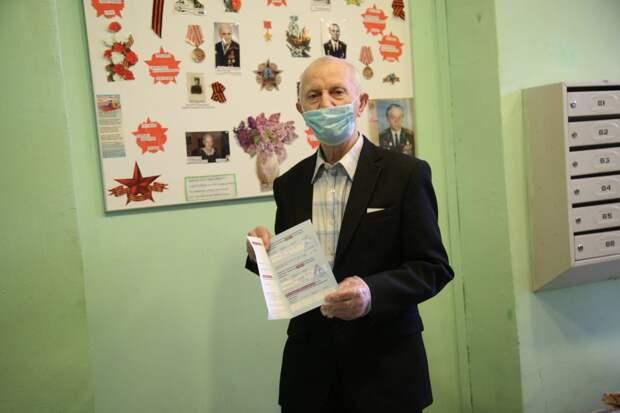Пенсионер из Лосинки привился от коронавируса
