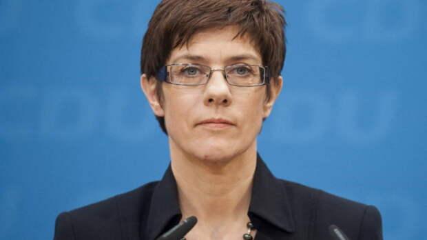 Министр обороны Германии снова заявила, что от России исходит угроза