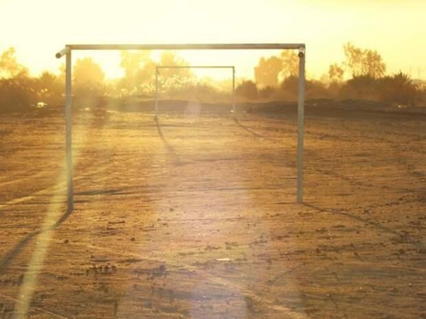 Футбольные ворота упали на ребенка на северо-западе Москвы