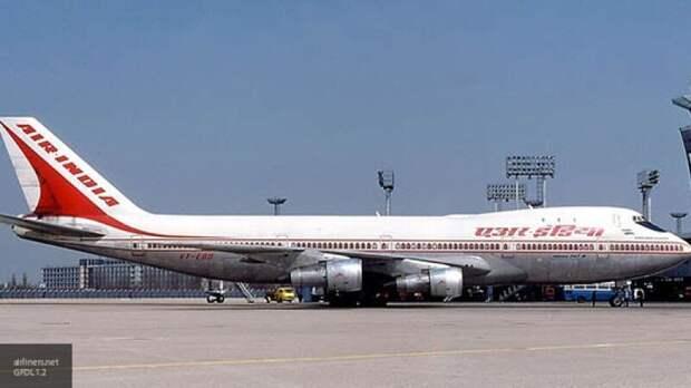 Американцы планировали превратить пассажирский Boeing 747 в авианосец