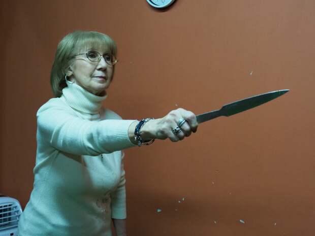 Пенсионерка из Алтуфьева освоила метание ножей