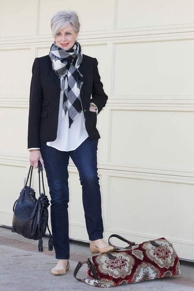 Как после 50 красиво носить платок, чтобы выглядеть стильно, а не бабушкой
