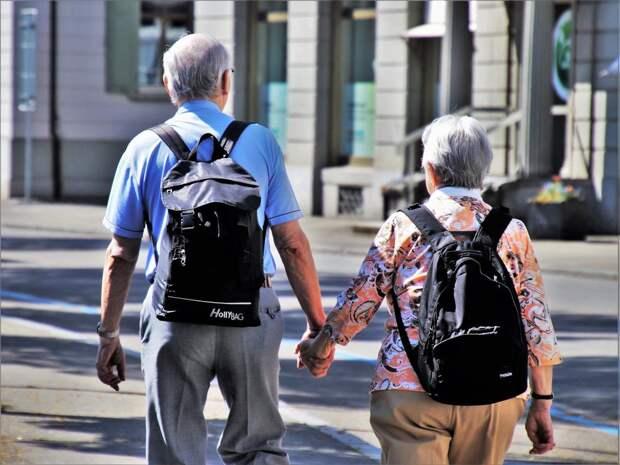 ПФР рассказал, как получать пенсию за мужа или жену