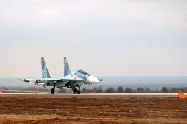 В Крыму два лётчика катапультировались из истребителя