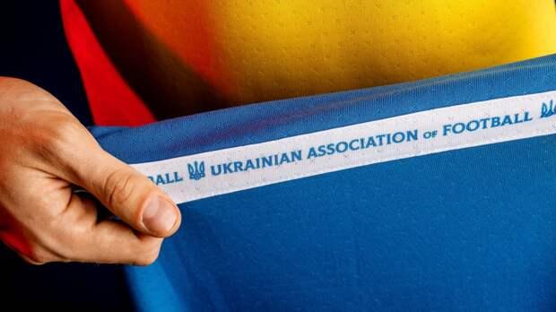 Политологи высмеяли Зеленского с футбольной формой с силуэтом Крыма