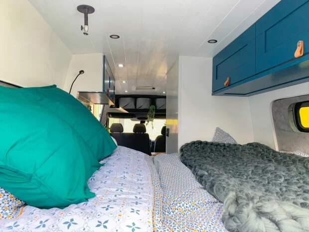 Невероятная трансформация: супруги изБритании превратили микроавтобус вуютный дом наколесах