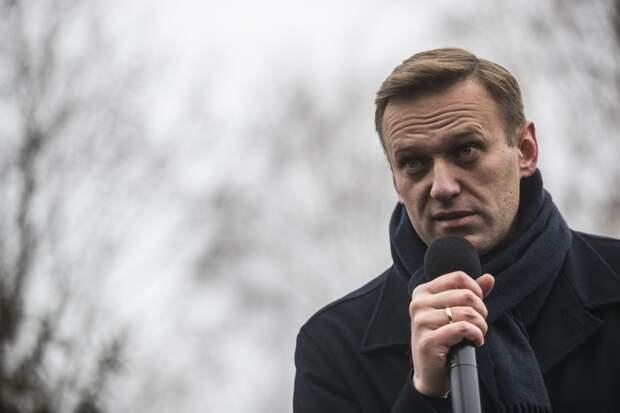 Навальный просит санкции против граждан России