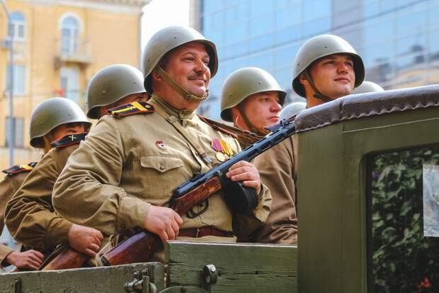 Реконструкторы привлекли тысячи россиян кмероприятиям ко Дню Победы