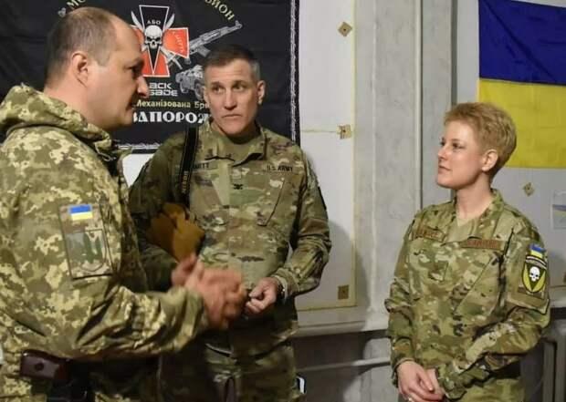 """Военный атташе США появилась в Донбассе в форме с нашивкой """"Украина или смерть"""