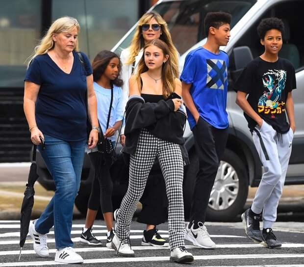 Хайди на прогулке с детьми и матерью Хелен, июнь 2019 года