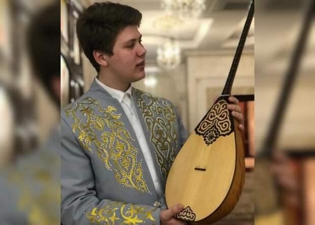 «Как вам версия на домбре?» - парень из Казахстана исполнил песню Аллы Пугачевой