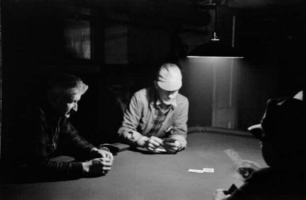 Фермеры играют в карты зимним утром, Вудсток, Вермонт, 1939 год