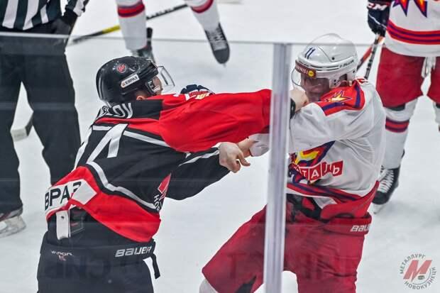 Хоккеисты «Ижстали» потерпели разгромное поражение в Новокузнецке
