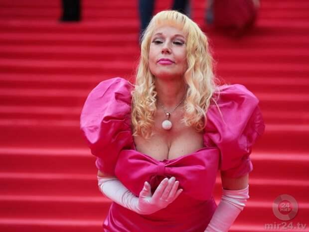 Как выглядит сейчас первый советский секс-символ Елена Кондулайнен и как она менялась с течением времени.