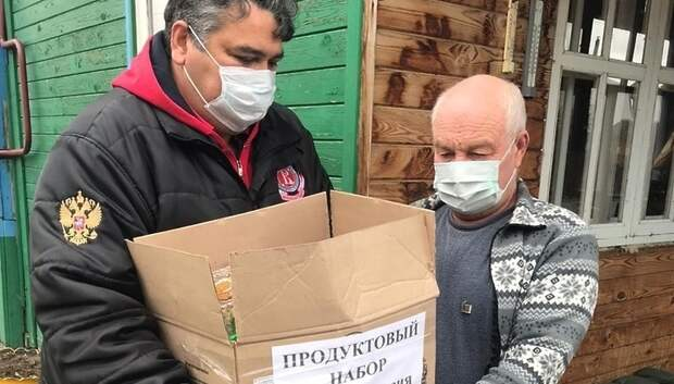 Продуктовые наборы и матпомощь передали ветеранам футбола и спорта Подольска