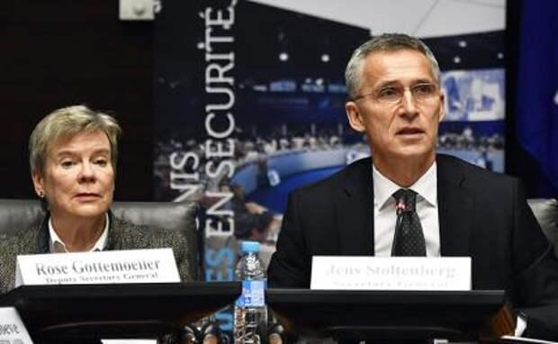 На фото: американский дипломат и политолог Роуз Геттемюллер и генеральный секретарь НАТО Йенс Столтенберг