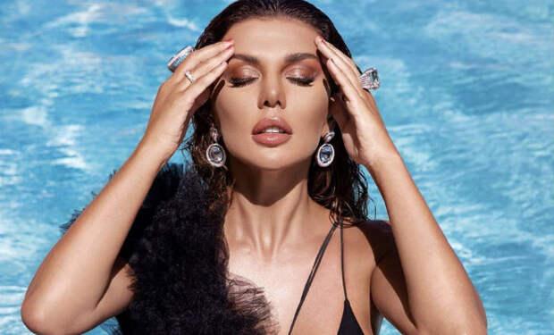 Узкое платье Анны Седоковой слишком промокло в воде и люди раскритиковали певицу