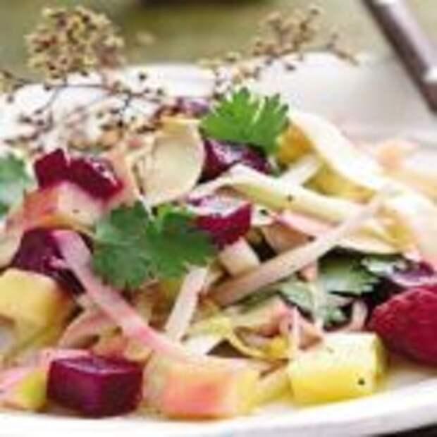 Салат из свеклы, яблока, картофеля и копченой индейки