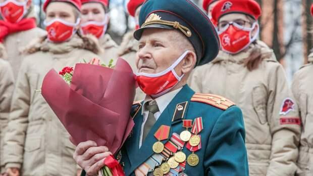 Росгвардия в Москве провела персональные парады для ветеранов ВОВ
