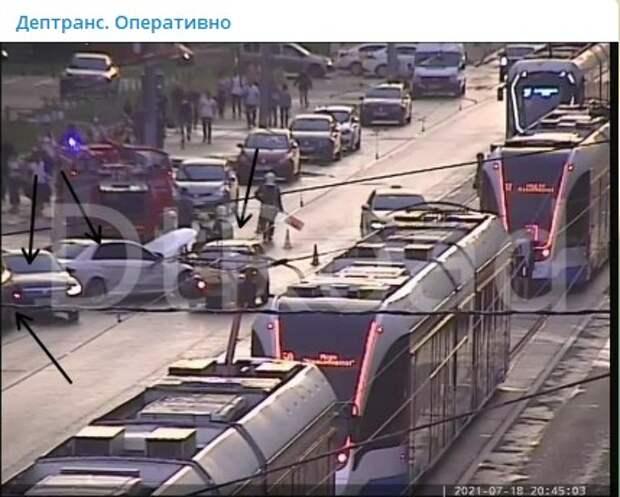 Массовое ДТП на Красноказарменной блокировало движение трамваев