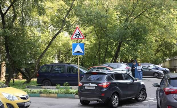 В СВАО у школ добавили дорожные знаки и обновили разметку