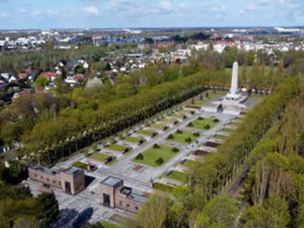 Германия возвращает имена павшим советским солдатам