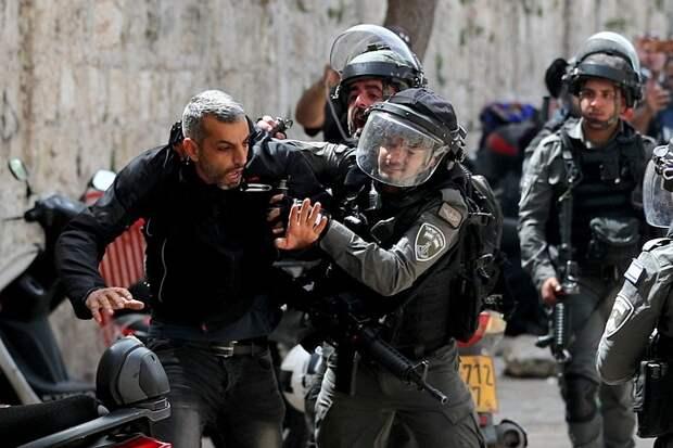 Сотни палестинцев пострадали в стычках с израильской полицией в Восточном Иерусалиме