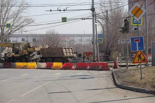 ВЧелябинске открыли движение наперекрестке, где из-за ремонта машины ездили потротуару