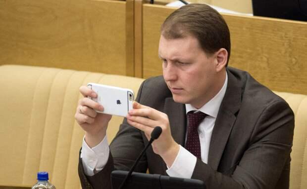 Кто из питерских политиков последует за единороссом Шлегелем в Германию
