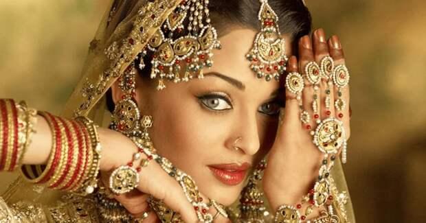Почему на индусах столько золота и с чем связан его интенсивный желтый цвет