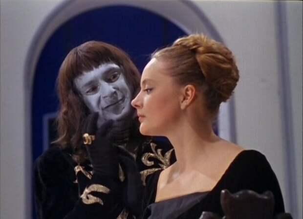 Красавицы и чудовищные злодеи в советских киносказках.