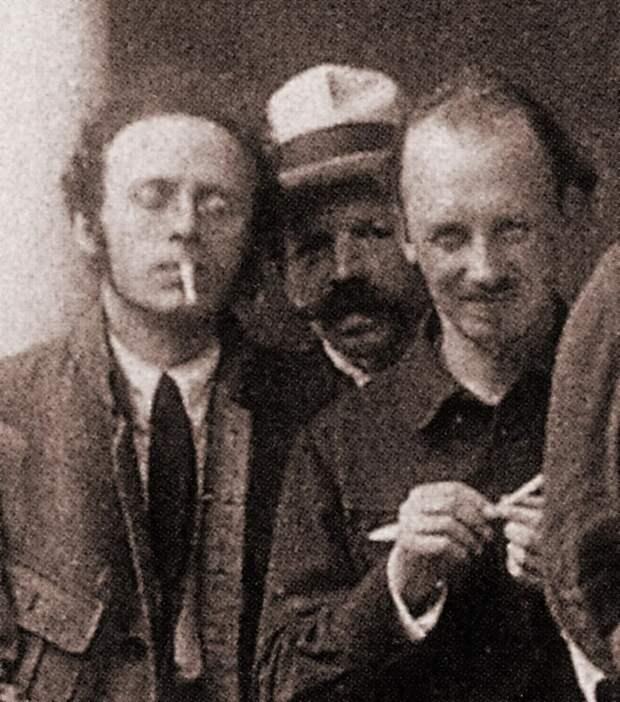 Фото открытых источников Российские революционеры прибывшие из-за рубежа Радек ( он же Кароль Собельсо́н ) и Бухарин на первом плане.
