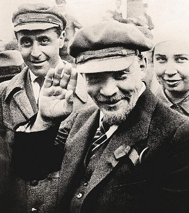 На Красной площади Ленина фотографировали не раз. На ней и похоронили…