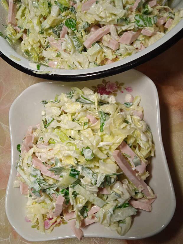Готовлю мясо на бутерброды без заморочек и быстрый салатик с варёной колбаской.