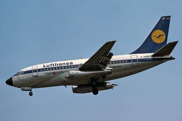 File:Boeing 737-130, Lufthansa AN2056613.jpg
