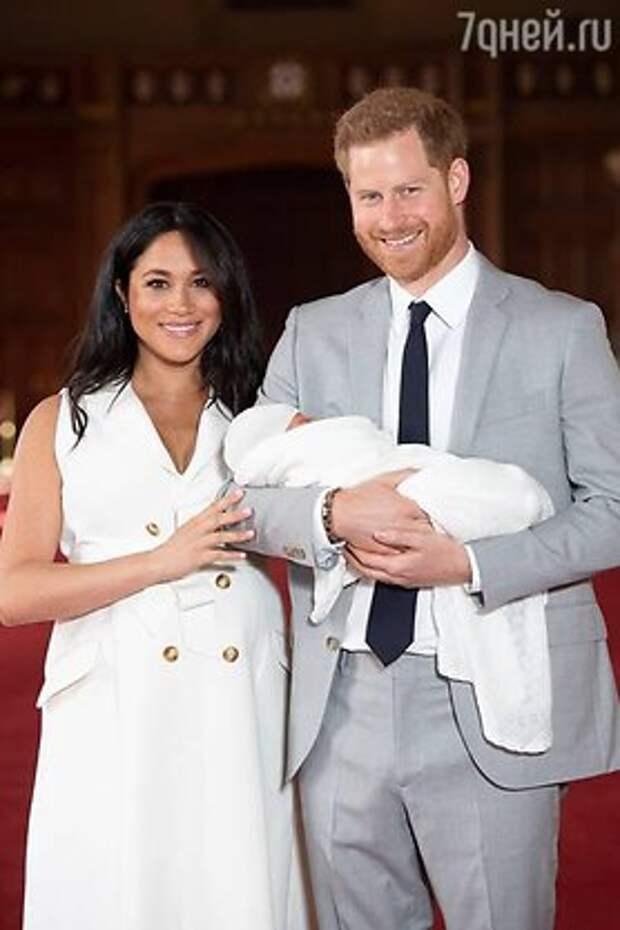 Проигнорировала предательство Меган Маркл: королева поздравила сына герцогини