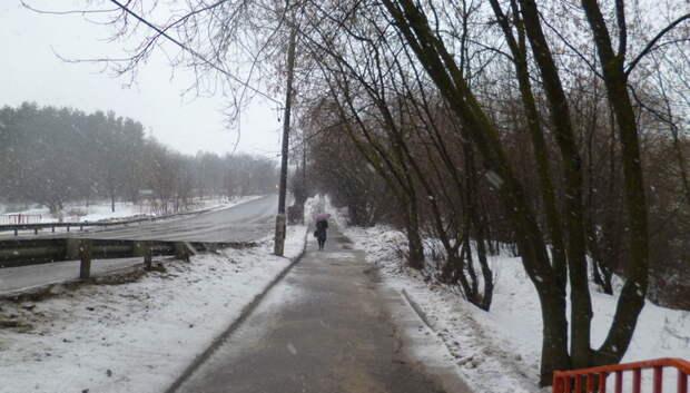 В Климовске усилили работу по очистке дорог из‑за оттепели