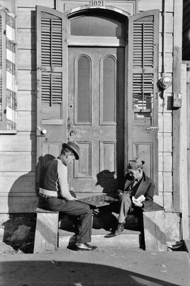 Воскресный день в Новом Орлеане, штат Луизиана. Игра в шашки, январь 1941 г.