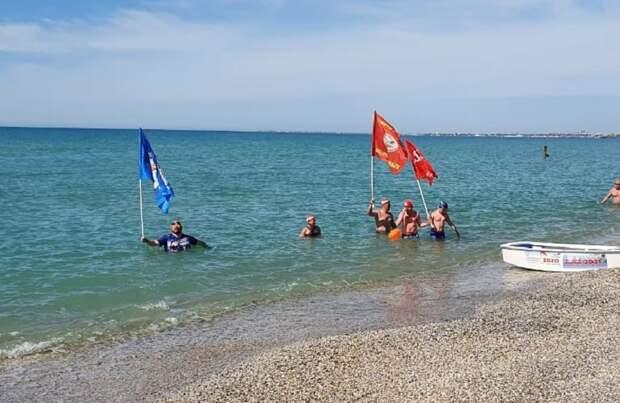 МЧС обеспечивает безопасность заплыва в Черном море, посвященного Великой Победе