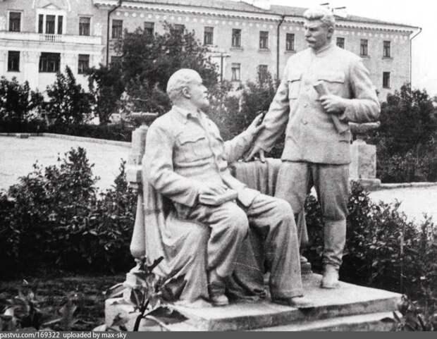 Стоит ли ставить памятники Путину уже сейчас?