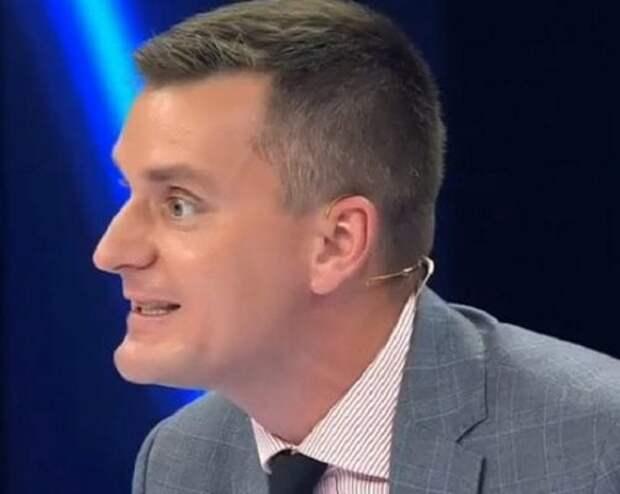 Политолог Корейба неожиданно «облапал» Шейнина и Васюру в поисках денег для Украины
