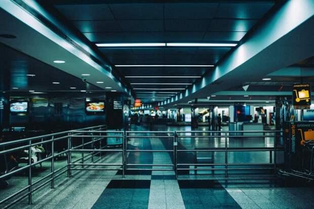 Что запретили делать в аэропортах?