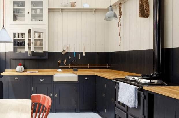 Прекрасный и очень крутой вариант оформления кухни в стильном черном цвете, что впечатлит.