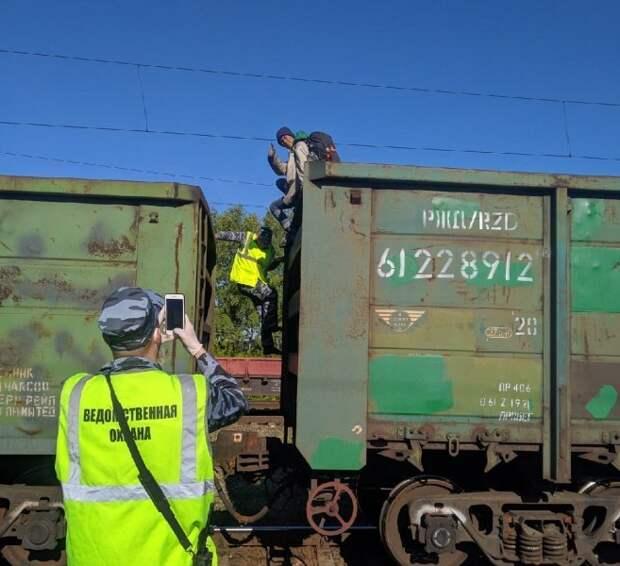 Блогера из Ижевска задержали за путешествие «зайцем» в вагоне с углем