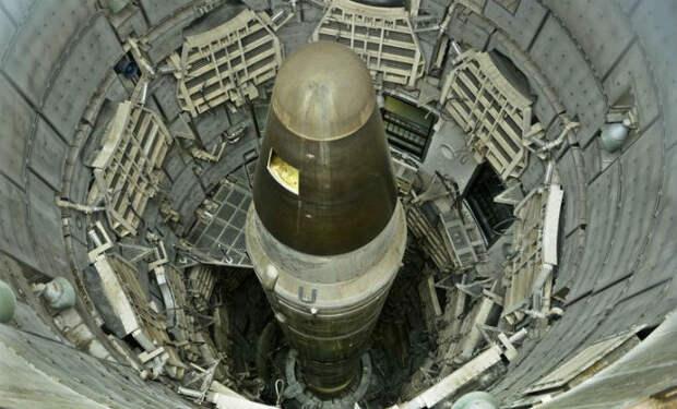 Шахта ядерных ракет в пустыне: поисковики спустились на 100 метров под землю