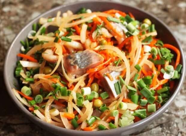 Салат с селёдкой и корейской морковкой