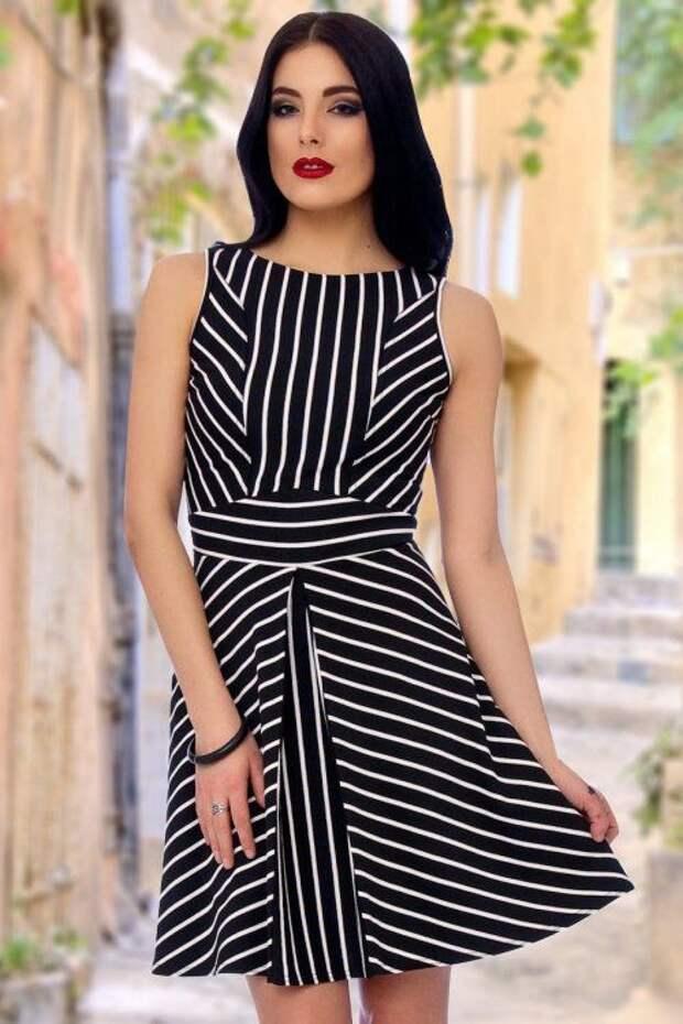 Необычное платье в полоску