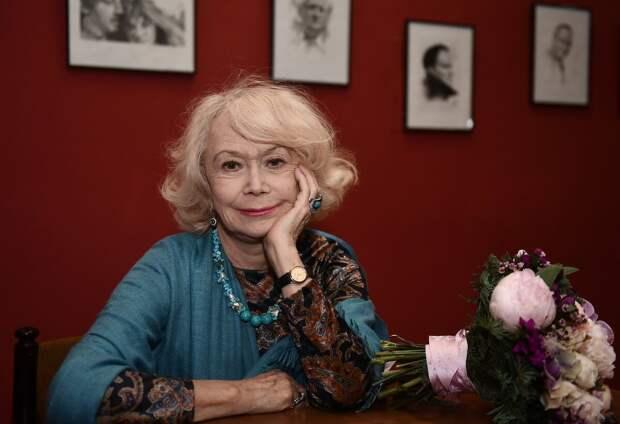 «Мы жили легко»: Светлана Немоляева о 60-х, театре, семье и пандемии