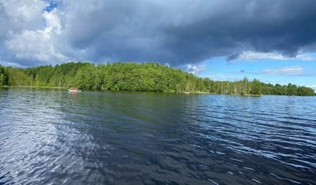 Житель Карелии утонул, плывя на лодке в другую деревню