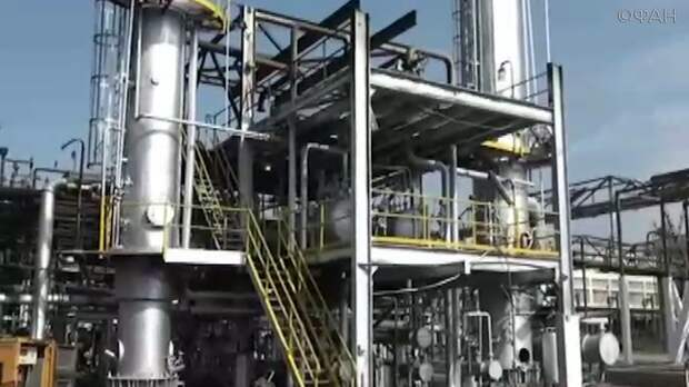 На крупнейшем в сирийском Хомсе нефтезаводе начался пожар